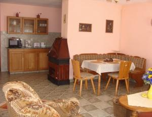 comfortable nice holiday home in Balatonfenyvesen