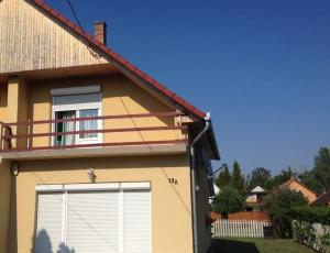 Hungary -  Balatonfenyves - Waterfront holiday house-  accomodations - rent houses at Lake Balaton near the Lake