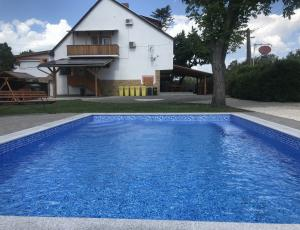 Apartment with pool 350 meters from the lake Balaton in Nimrod Street at Balatonfenyves