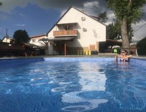 Balatonfenyvesi medencés apartman -  nyaraló ház