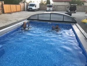 Balatonfenyvesi medencés apartman nyaraló ház