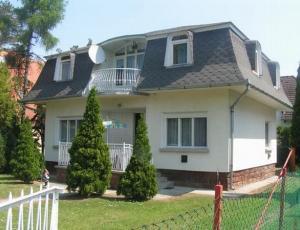 Balatonfenyves  Villa - accomodation - http://plattenseereisen.com Tel:+36302597240