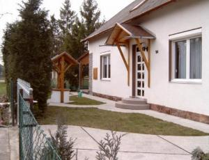 BF4 Villa 80 meters from  water in Balatonfenyves