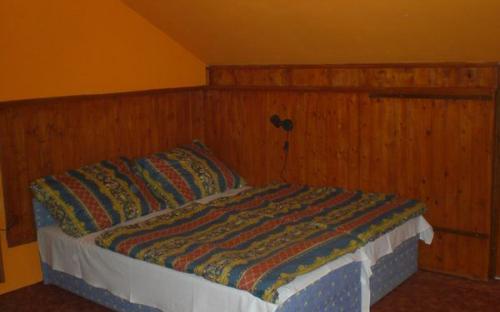 Narancs3 ágy.JPG